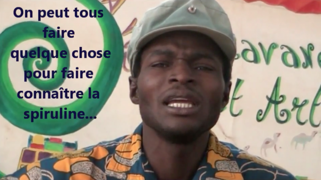 Ibrahim chante la spiruline au colloque international au Burkina Faso en 2010