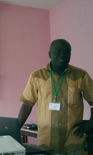 Le docteur Marcel AZABJI au 4ème Colloque International sur la spiruline exposant ses résultats de recherches